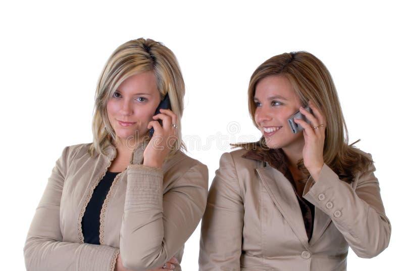 Muchachas en el teléfono foto de archivo