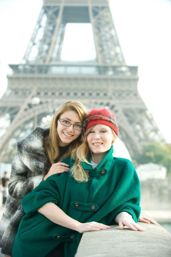 Muchachas en París imagenes de archivo