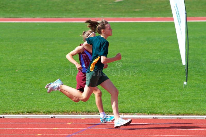 Muchachas en raza de los deportes foto de archivo libre de regalías