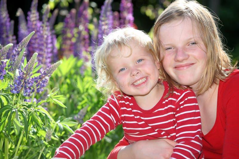 Muchachas felices foto de archivo
