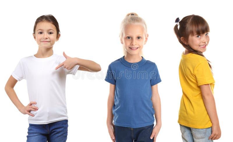 Muchachas lindas en diversas camisetas en el fondo blanco fotos de archivo
