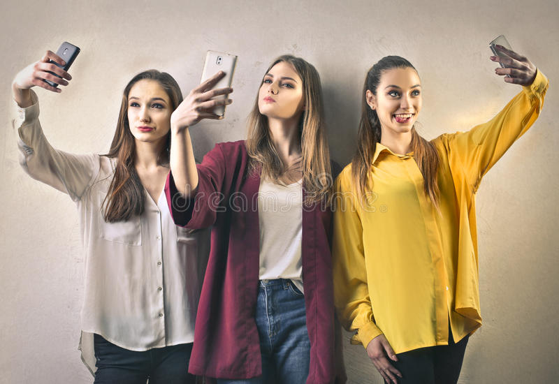 Muchachas que toman un Selfie foto de archivo