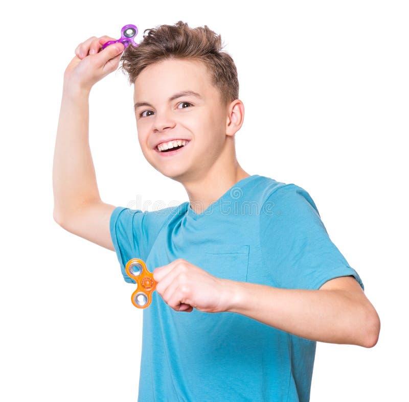 Muchacho adolescente con el hilandero en blanco foto de archivo