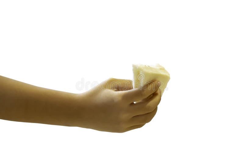Muchacho aislado de la mano que sostiene el bocadillo del pan en un fondo blanco con la trayectoria de recortes fotos de archivo