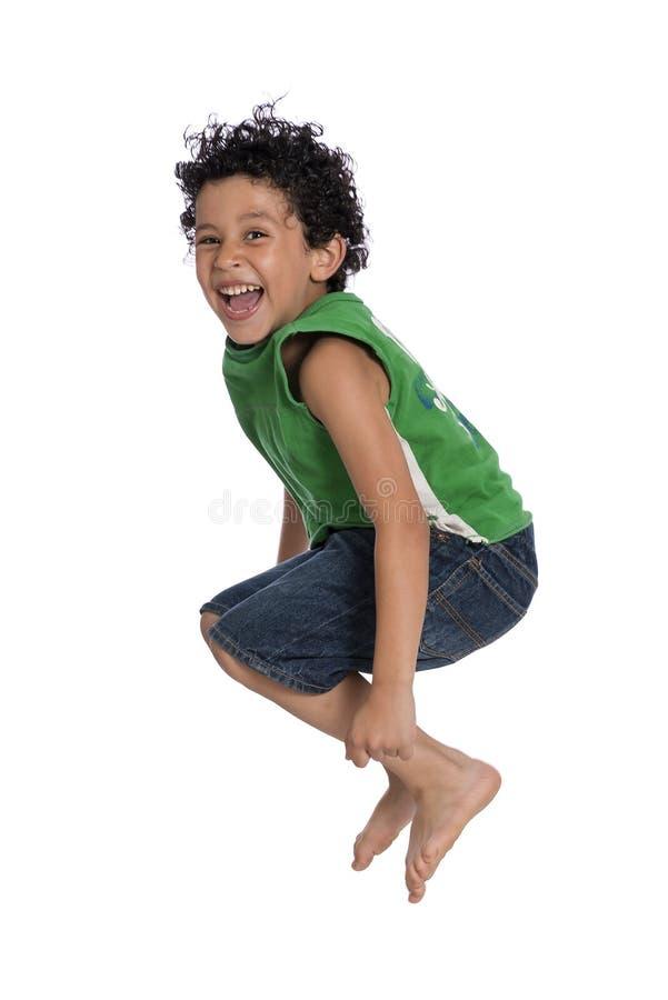 Muchacho alegre activo que salta con alegría foto de archivo