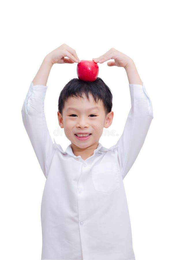 Muchacho asiático feliz con la manzana foto de archivo