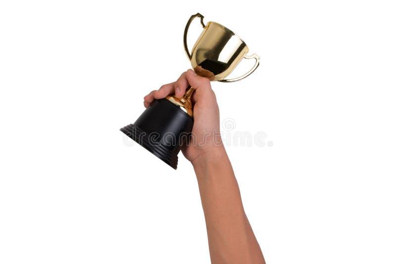 Muchacho asiático que sostiene una taza del trofeo del oro para el primer premio del campeón del lugar aislado en el fondo blanco imagenes de archivo
