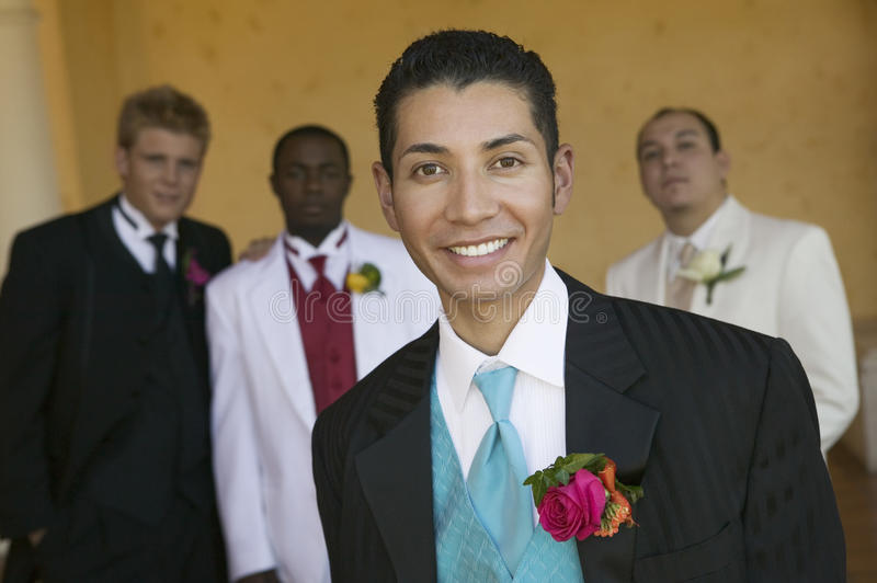 Muchacho bien vestido del adolescente en el retrato de la danza de la escuela imagen de archivo libre de regalías