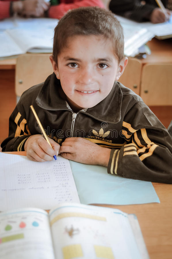 Muchacho con el lápiz en Tayikistán fotografía de archivo