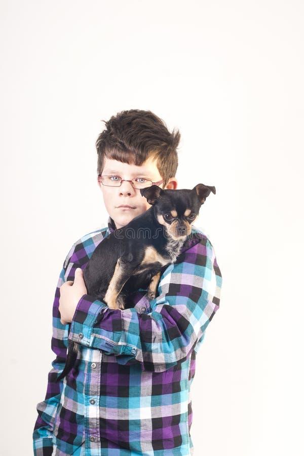 Muchacho con el perro foto de archivo