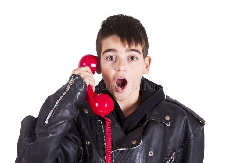 Muchacho con el teléfono imágenes de archivo libres de regalías