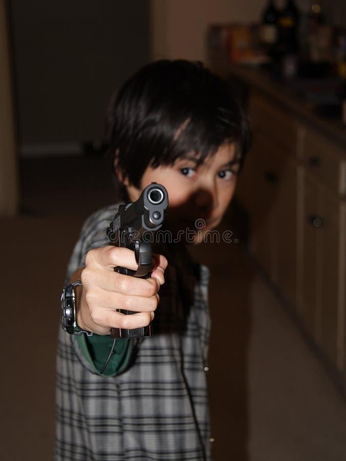 Muchacho con la arma de mano fotos de archivo libres de regalías