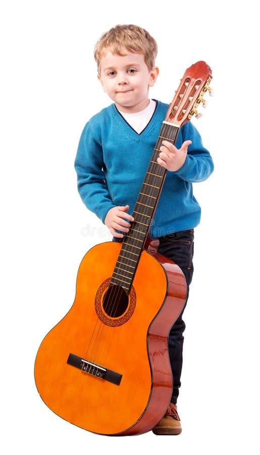 Muchacho con la guitarra acústica fotografía de archivo libre de regalías
