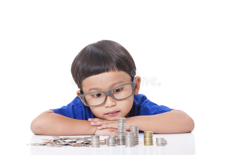 Muchacho con las monedas fotos de archivo