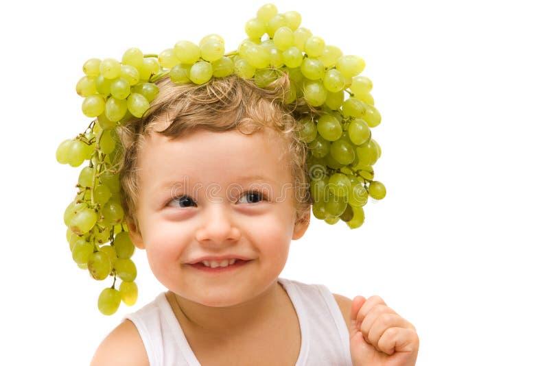 Muchacho con las uvas foto de archivo