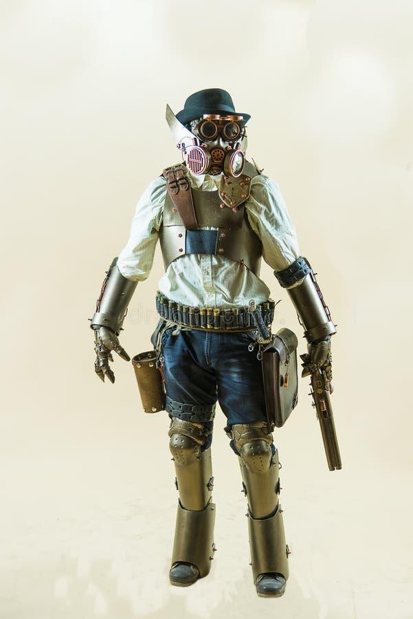 Muchacho de Cosplayer vestido en el estilo de steampunk fotografía de archivo