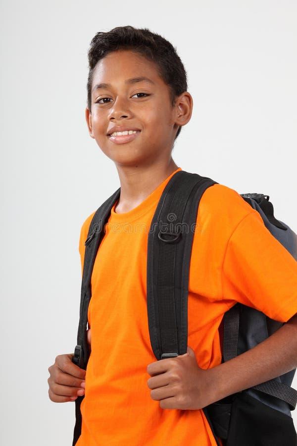 Muchacho de escuela sonriente 11 con la mochila lista para ir fotografía de archivo libre de regalías