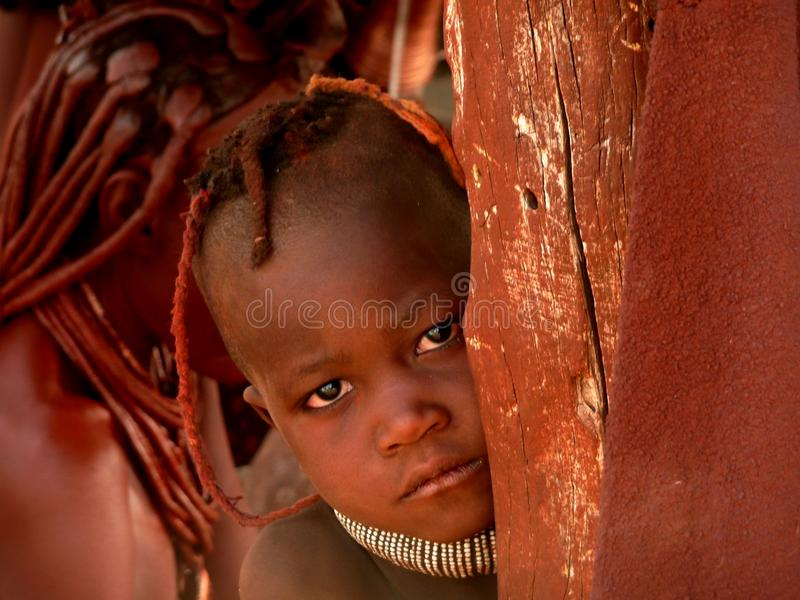 Muchacho de Himba imagen de archivo