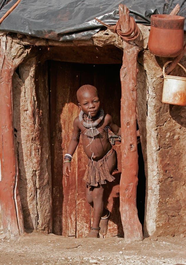 Muchacho de Himba, Namibia fotos de archivo