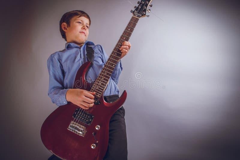 Muchacho del adolescente 10 años de valor del aspecto europeo foto de archivo libre de regalías