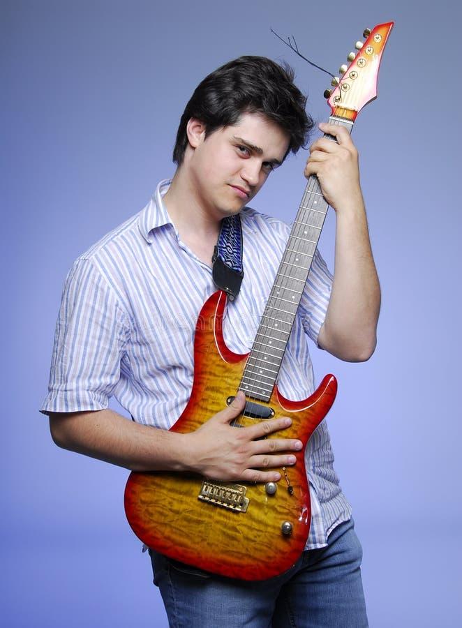 Muchacho del estilo con la electro guitarra foto de archivo libre de regalías