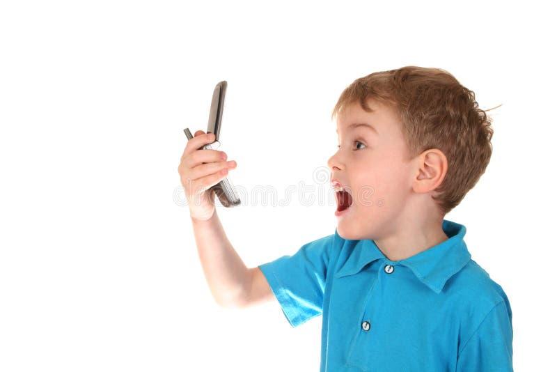 Muchacho del grito con el teléfono fotografía de archivo