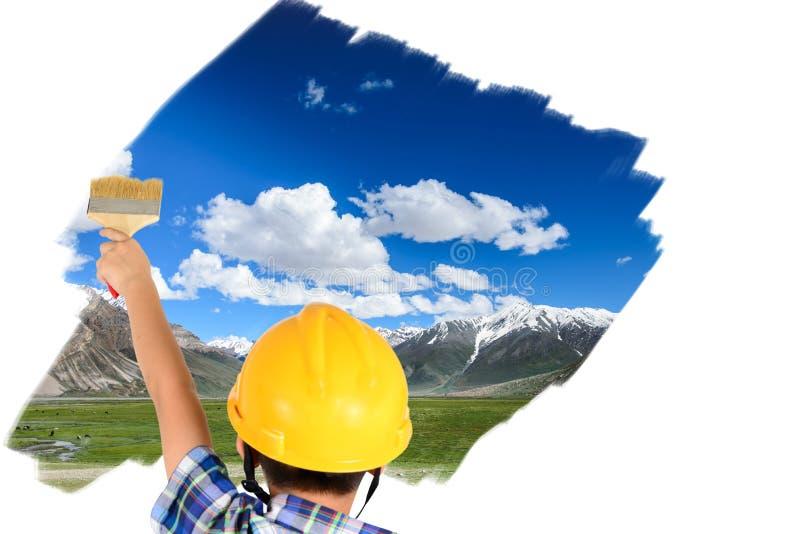 Muchacho del niño joven que pinta el cielo azul y el campo verde fotografía de archivo