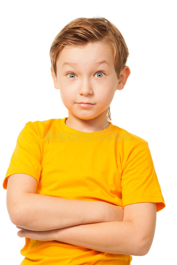 Muchacho desconcertado en camiseta amarilla fotos de archivo