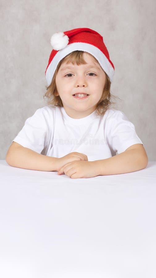 Muchacho en el sombrero de santas foto de archivo libre de regalías