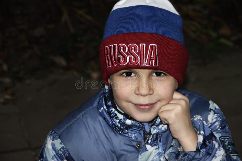 Muchacho en el sombrero Rusia imagenes de archivo