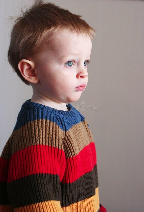 Muchacho en suéter fotos de archivo