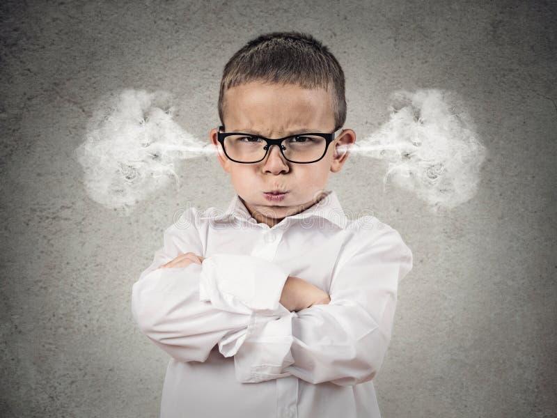 Muchacho enojado del trastorno, pequeño hombre foto de archivo libre de regalías