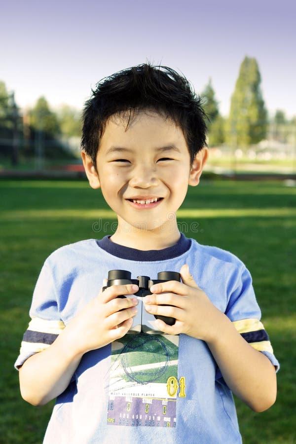 Download Muchacho feliz foto de archivo. Imagen de divertido, prismáticos - 1287222