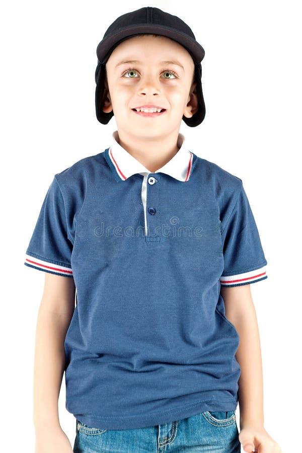 Muchacho joven con los ojos verdes y el casquillo fotografía de archivo libre de regalías