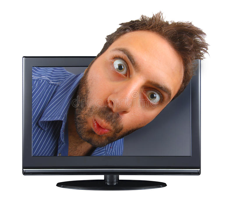 Muchacho joven con una expresión sorprendida en la TV fotografía de archivo libre de regalías