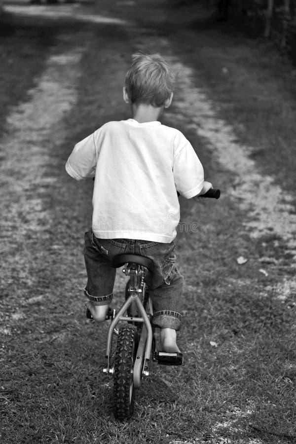 Muchacho joven en la bici foto de archivo libre de regalías