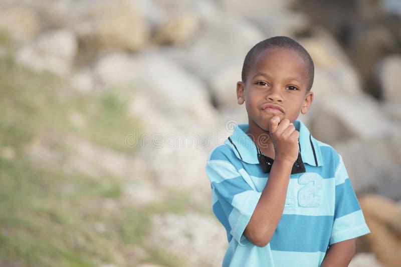 Muchacho joven hermoso que reflexiona fotografía de archivo libre de regalías