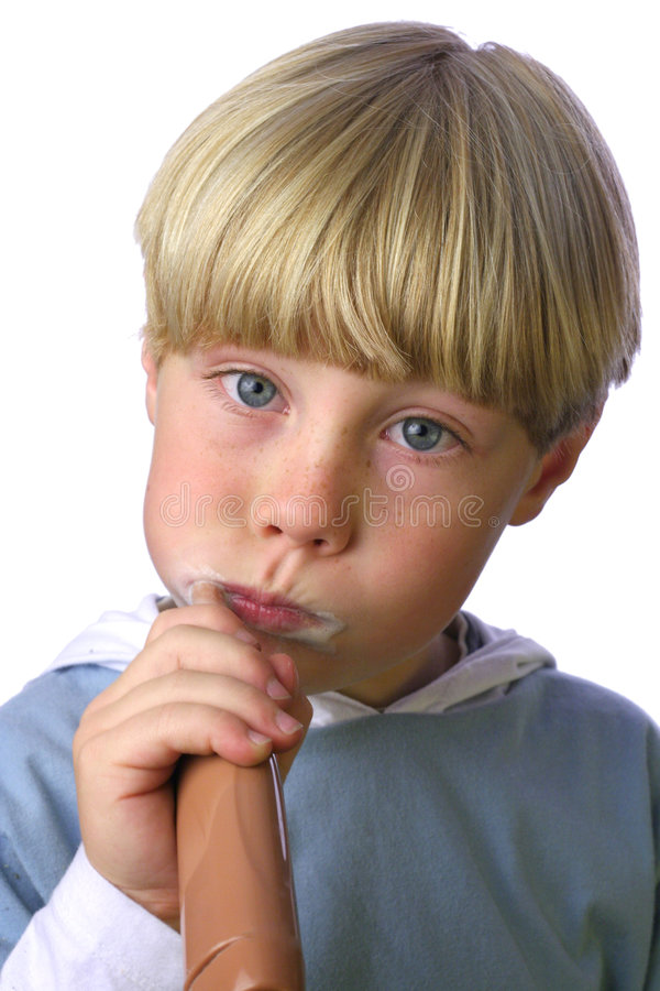 Muchacho joven que limpia sus dientes VI imágenes de archivo libres de regalías