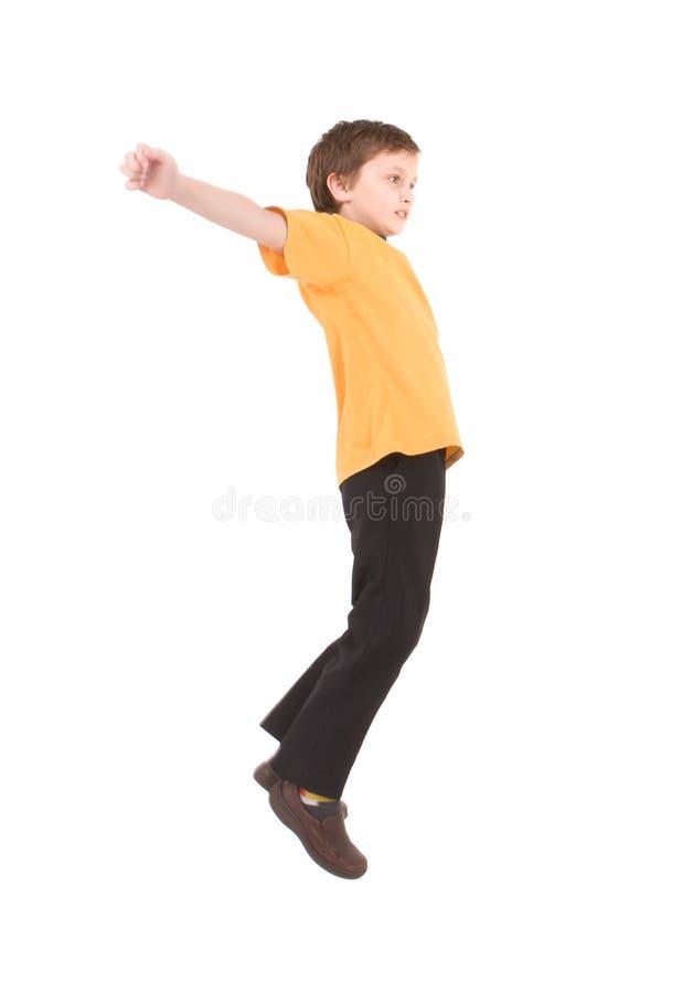 Muchacho joven que salta para arriba imagenes de archivo