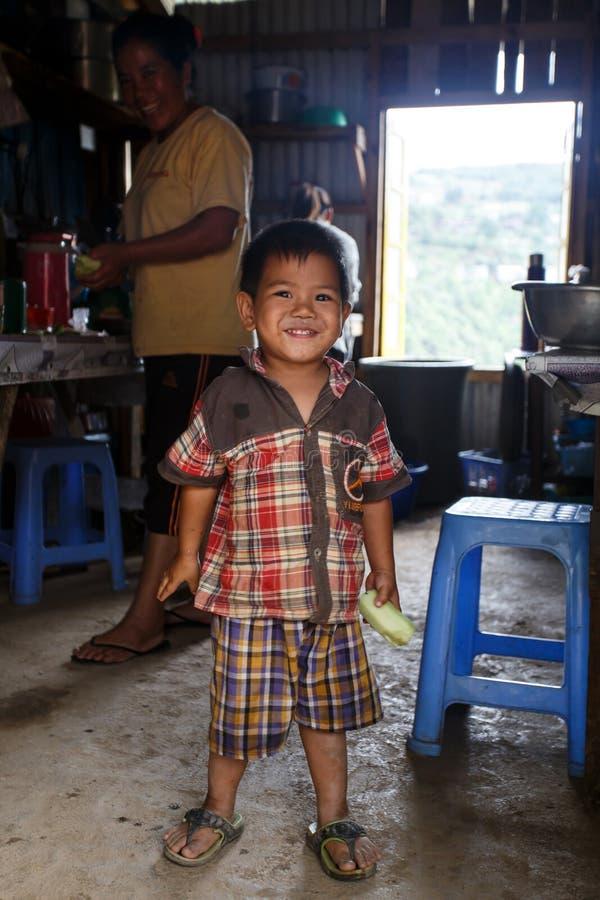 Muchacho lindo en Falam, Myanmar (Birmania) imagen de archivo