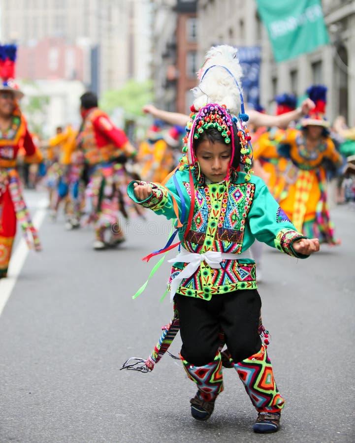 Muchacho nativo boliviano fotografía de archivo