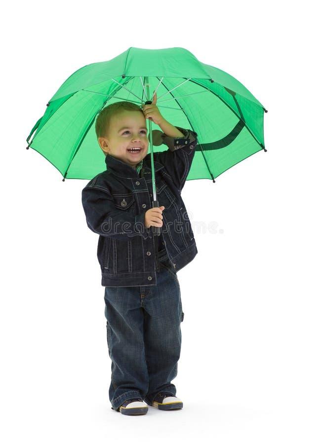 Muchacho preescolar con el paraguas imágenes de archivo libres de regalías
