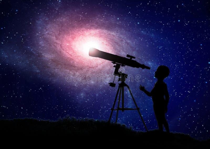 Muchacho que mira a través de un telescopio stock de ilustración