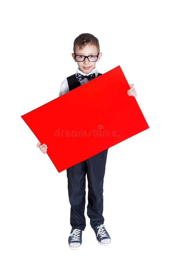 Muchacho que sostiene una bandera aislada en el fondo blanco foto de archivo libre de regalías