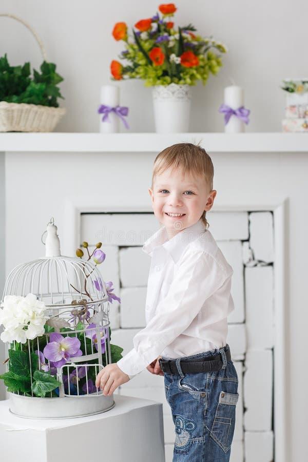 Muchacho rubio feliz hermoso fotografía de archivo