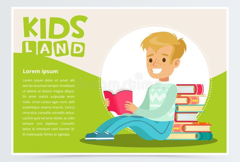 Muchacho sonriente del adolescente con las pecas en la sentada y la lectura de la cara cerca de la pila de libros Educación y con ilustración del vector