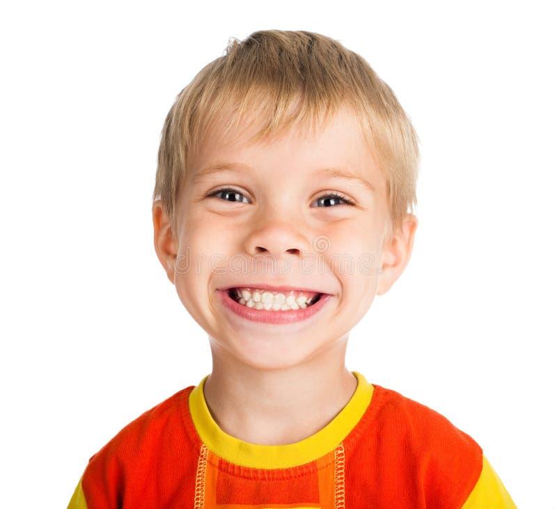Muchacho sonriente en el fondo blanco fotos de archivo