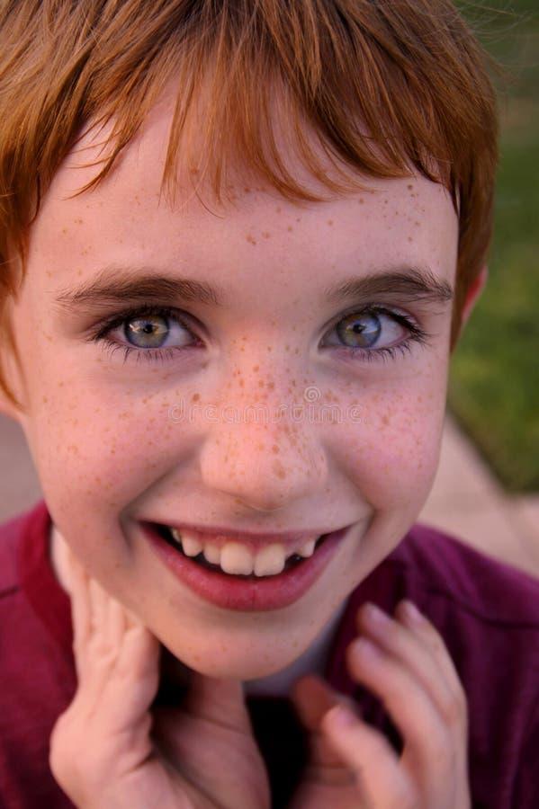Muchacho sonriente feliz fotografía de archivo libre de regalías