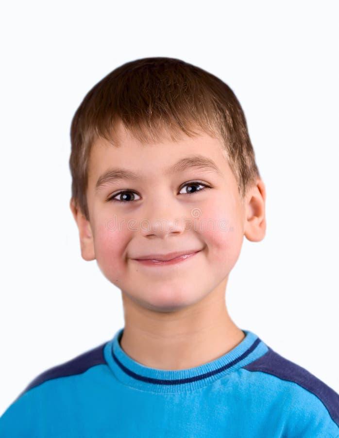 Muchacho sonriente feliz sobre blanco foto de archivo libre de regalías
