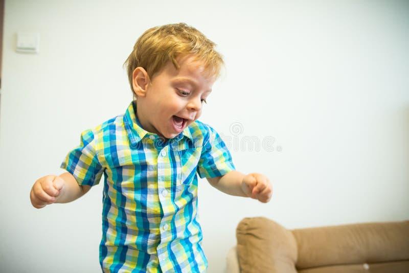 Muchacho sonriente Retrato del niño foto de archivo libre de regalías